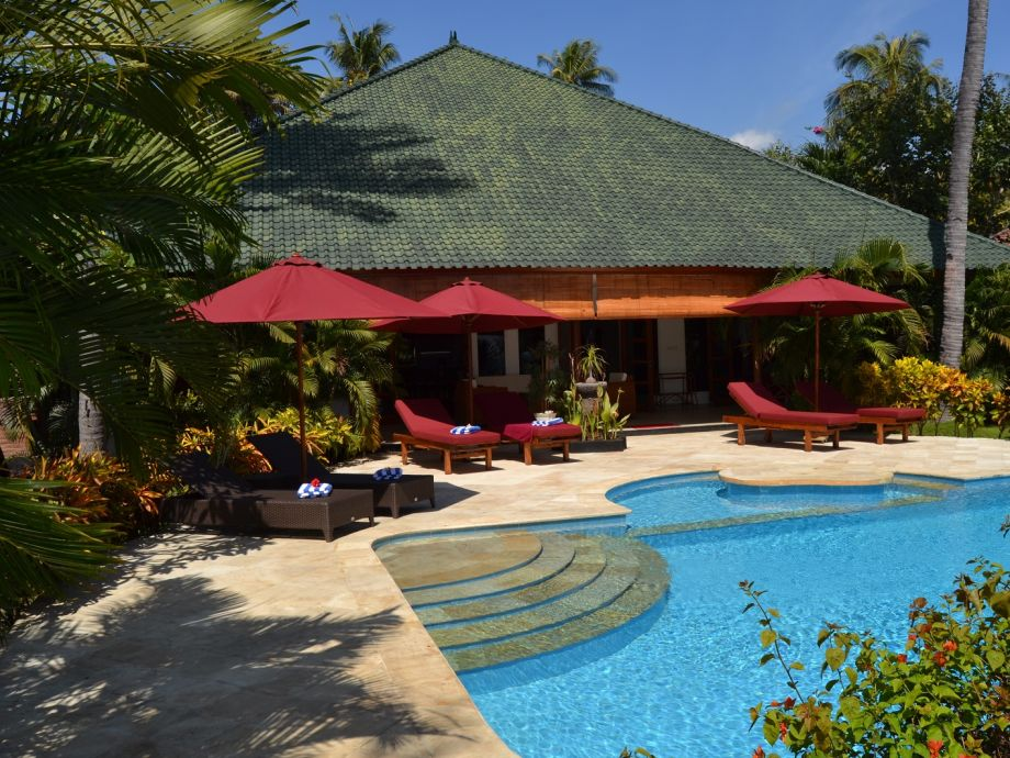 Pool mit Sonnendeck