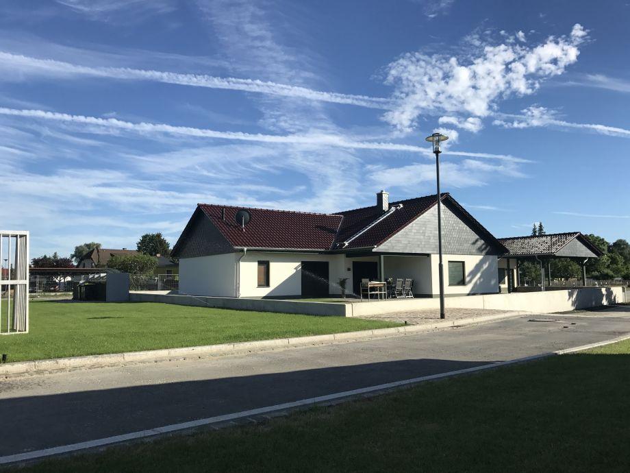 Haus Frieda - daneben der Sportplatz