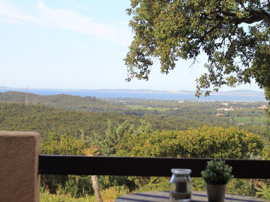 Blick von der Terrasse auf die  Inseln von Hyères