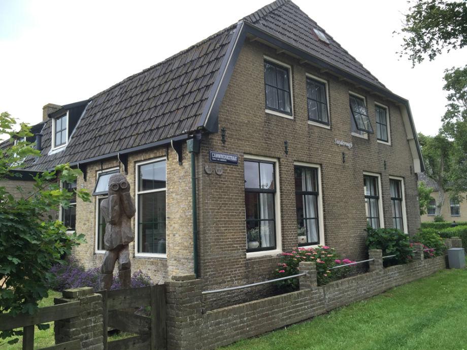 Die Fassade auf der Ostseite des Hauses