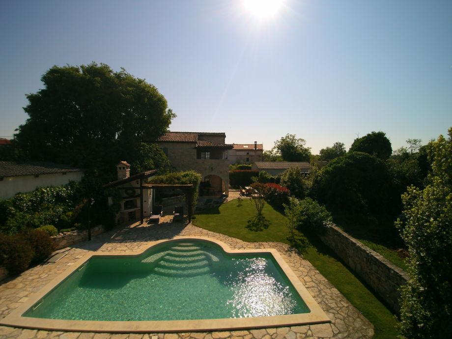 Steinvilla mit Pool