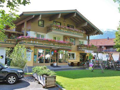Am Dorfplatz Bramberg