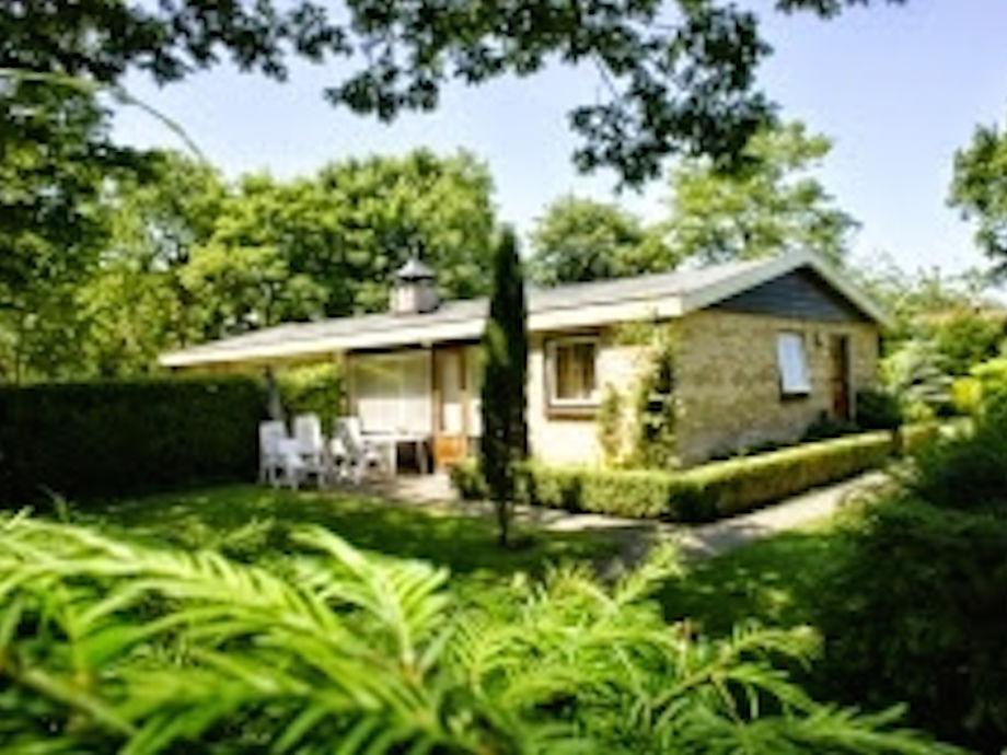 Sonniger, saubere Bungalow im großen, private Garten