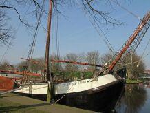 Hausboot De Vrouw Dina Leiden