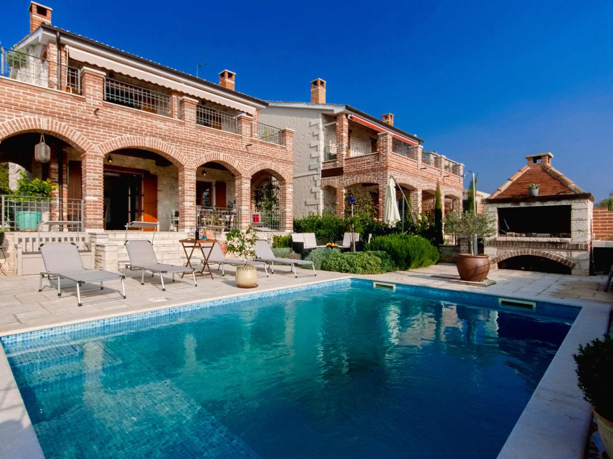 Villa arta kroatien istrien frau melania knezevic for Kroatien villa mit pool