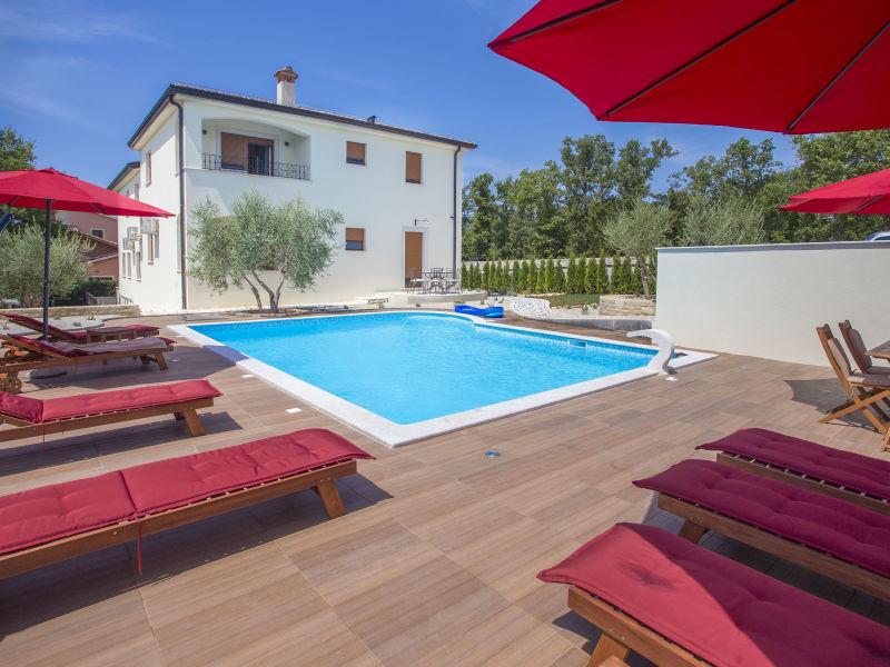 Holiday apartment Birikina No. 5 with pool