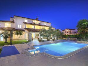 Ferienwohnung Paradiso mit Pool