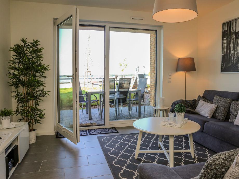 Kombinierter Wohn/Essbereich mit angrenzender Terrasse