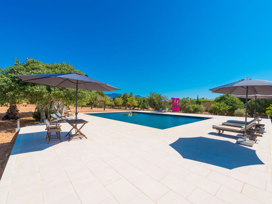 Finca with shared pool and sun loungers