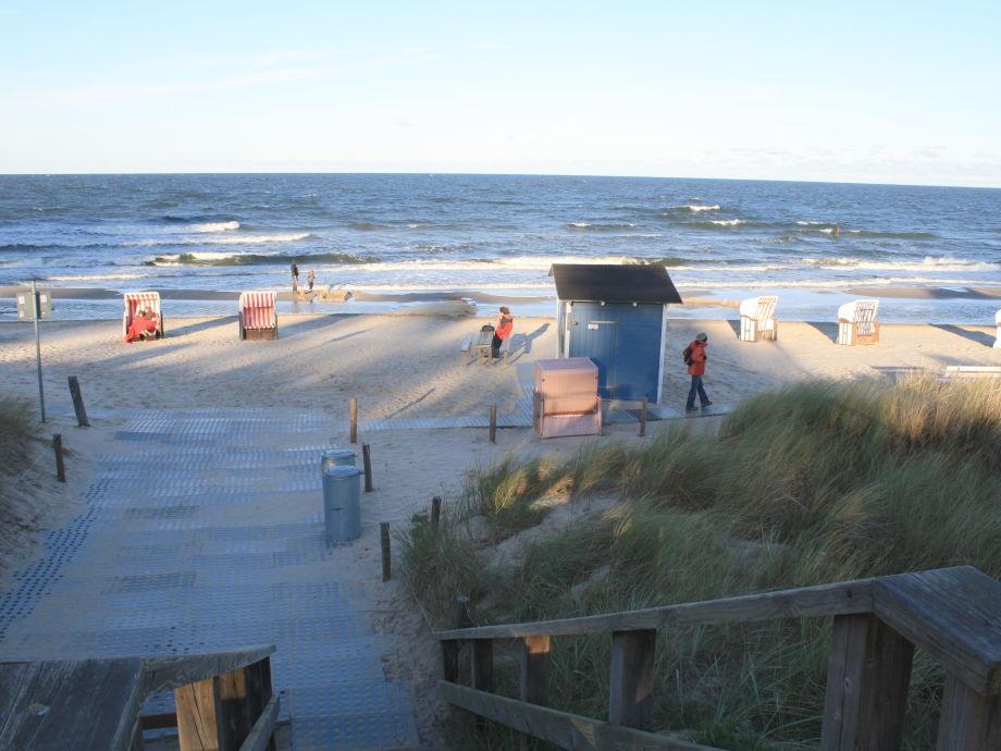 Strand im März ca. 15 min Fussweg (Nachbarort)