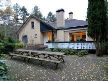 Villa De grove den