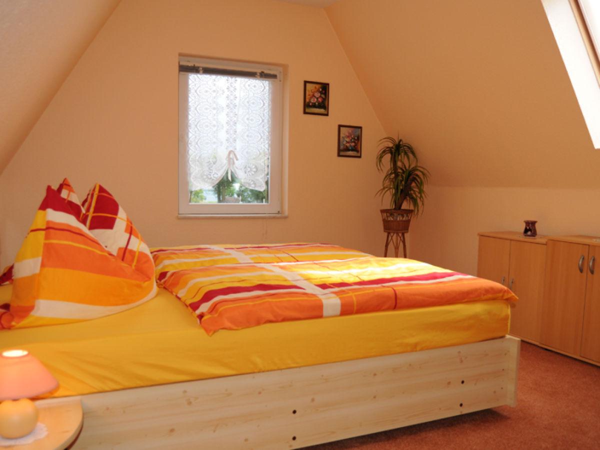 Ferienwohnung zwenzow mecklenburgische seenplatte for Schlafzimmer dachgeschoss