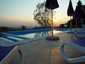 """Ferienwohnung """"Giallo"""" mit Pool"""