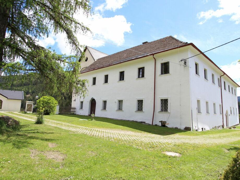 Außenaufnahme Schloss Gnesau S