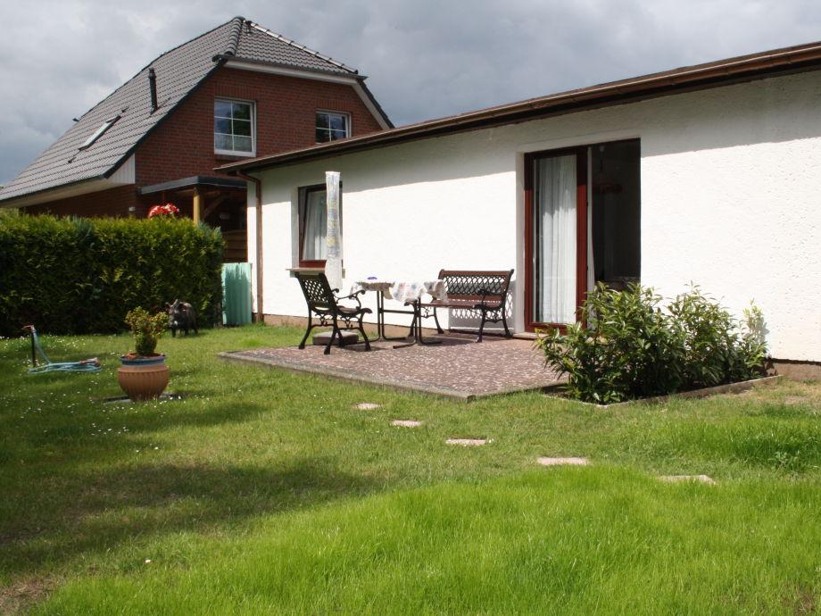 Terrasse und Garten der Ferienwohnung