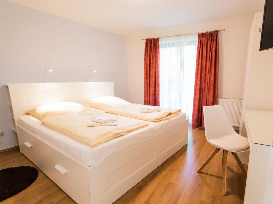 ferienwohnung ostseebrise reetdach 2 zingst firma kur und tourismus gmbh zingst. Black Bedroom Furniture Sets. Home Design Ideas