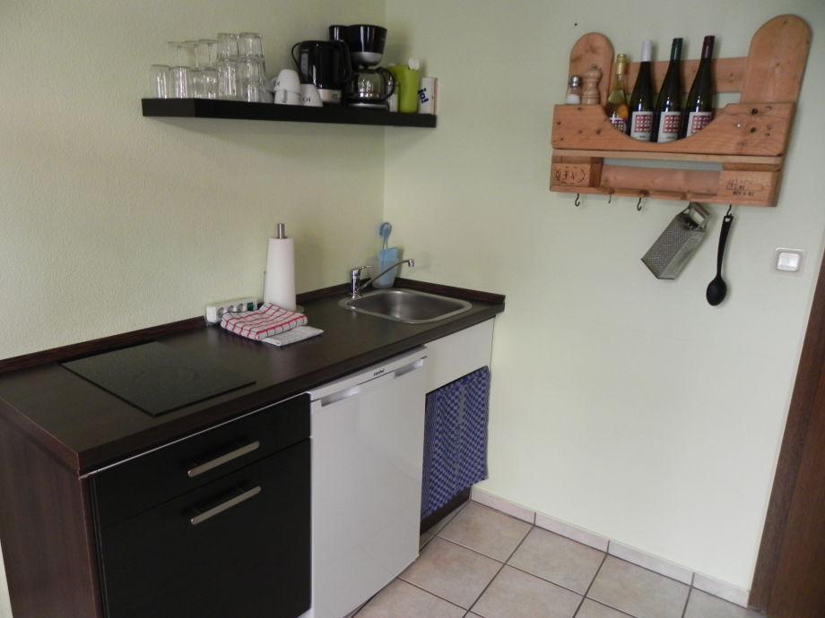 ferienwohnung querfeldheim gr n erdgescho rhein main r desheim firma bollesje herr. Black Bedroom Furniture Sets. Home Design Ideas