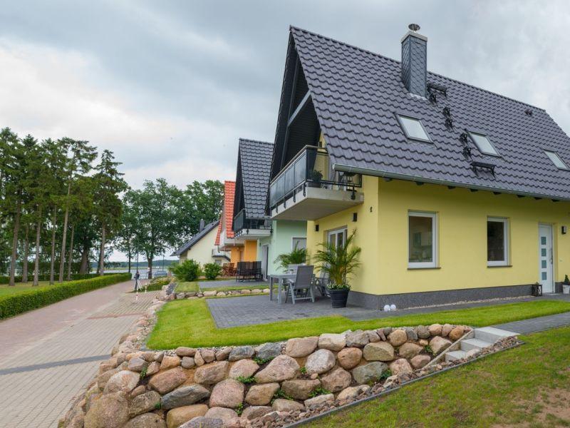 U 12 OG - moderne Ferienwohnung direkt an der Müritz mit Kamin & Balkon in Röbel