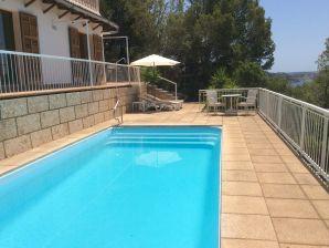 Ferienwohnung Meerblick & Pool, ruhig in einer Villa gelegen
