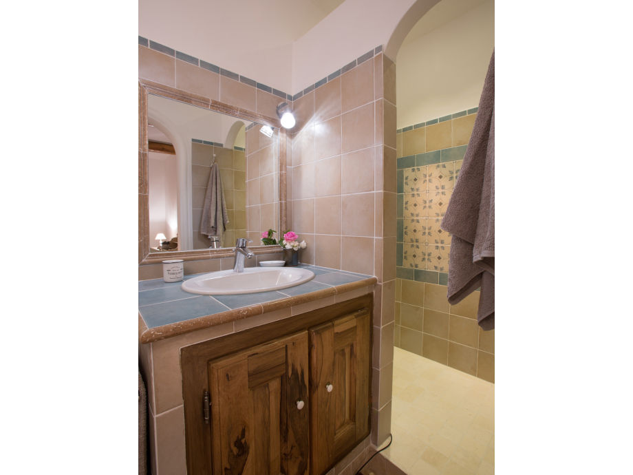ferienhaus 905 rou provence roussillon vaucluse firma coquelicot gmbh frau chantal. Black Bedroom Furniture Sets. Home Design Ideas