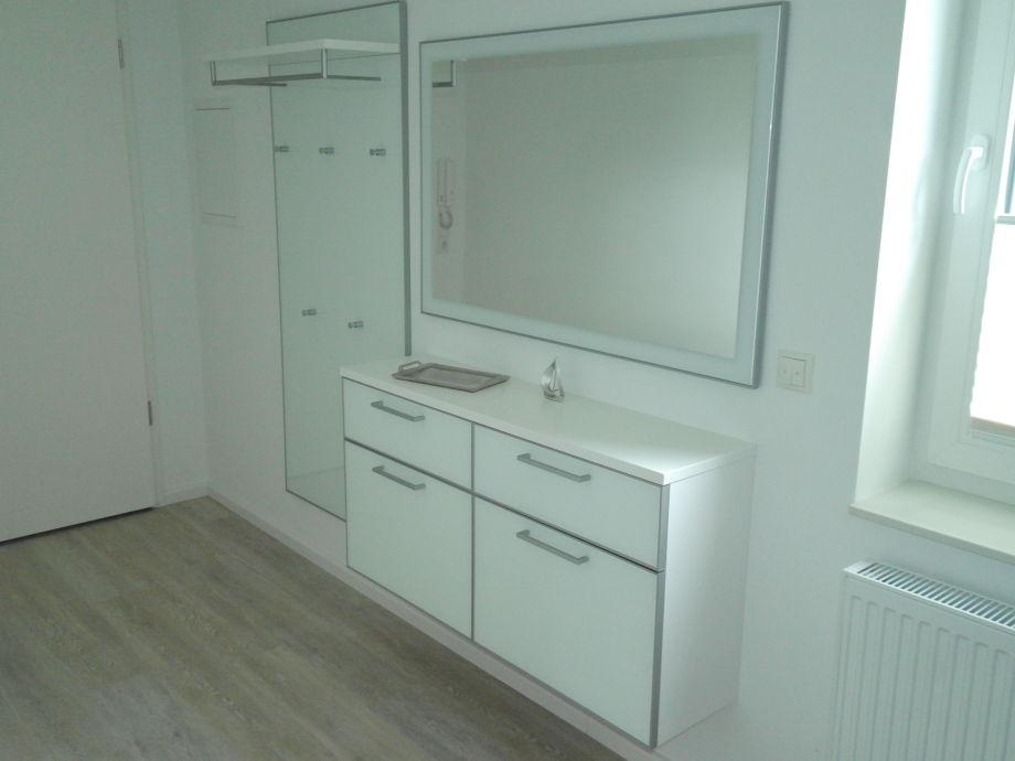 Ferienwohnung appartment heimathafen scharbeutz frau for Garderobe 2m