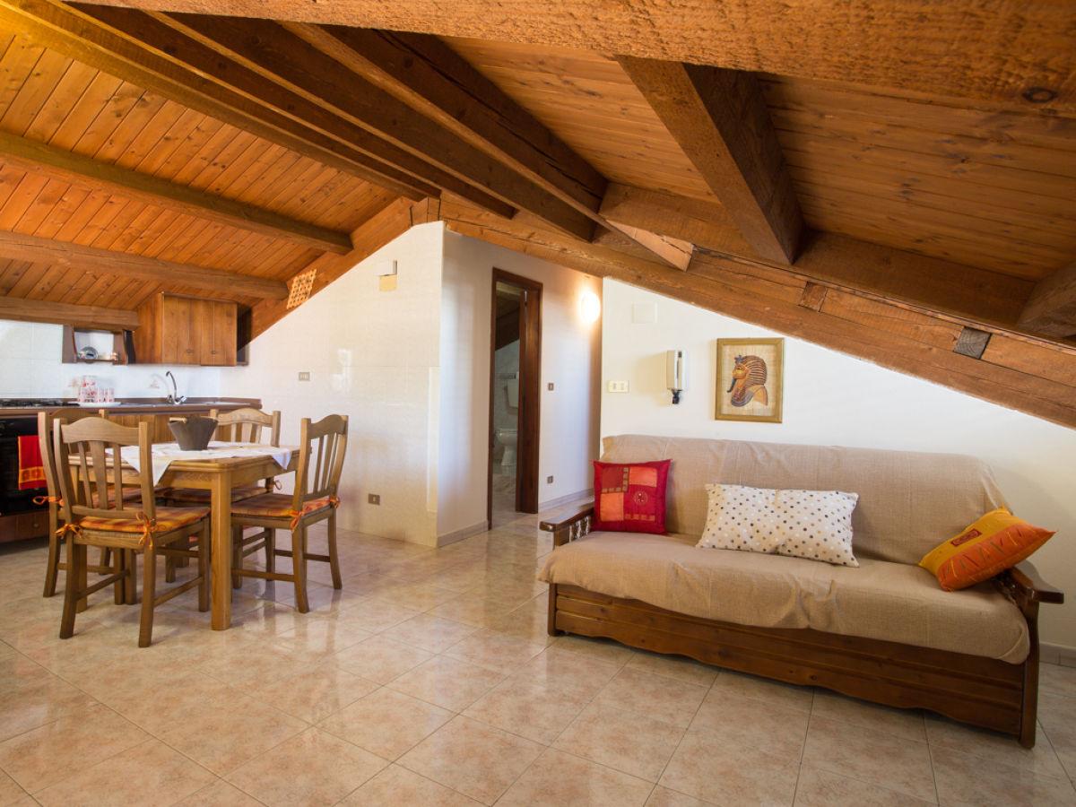 ferienwohnung casa giorgia sizilien messina firma ferienhaus sizilien herr oskar golde. Black Bedroom Furniture Sets. Home Design Ideas