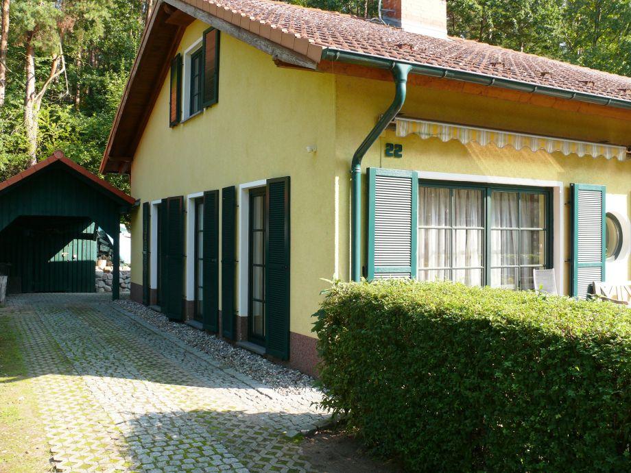 Ferienhaus mit Carport und Fahrradgarage