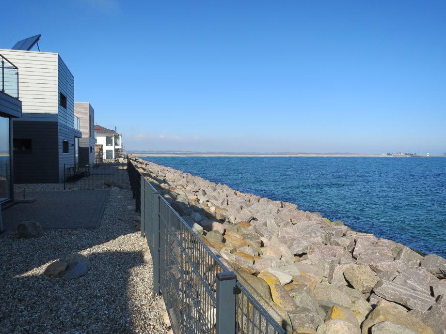 Die Rückseite/Meerseite der Doppelhäuser.