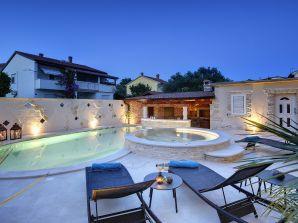 Villa 305