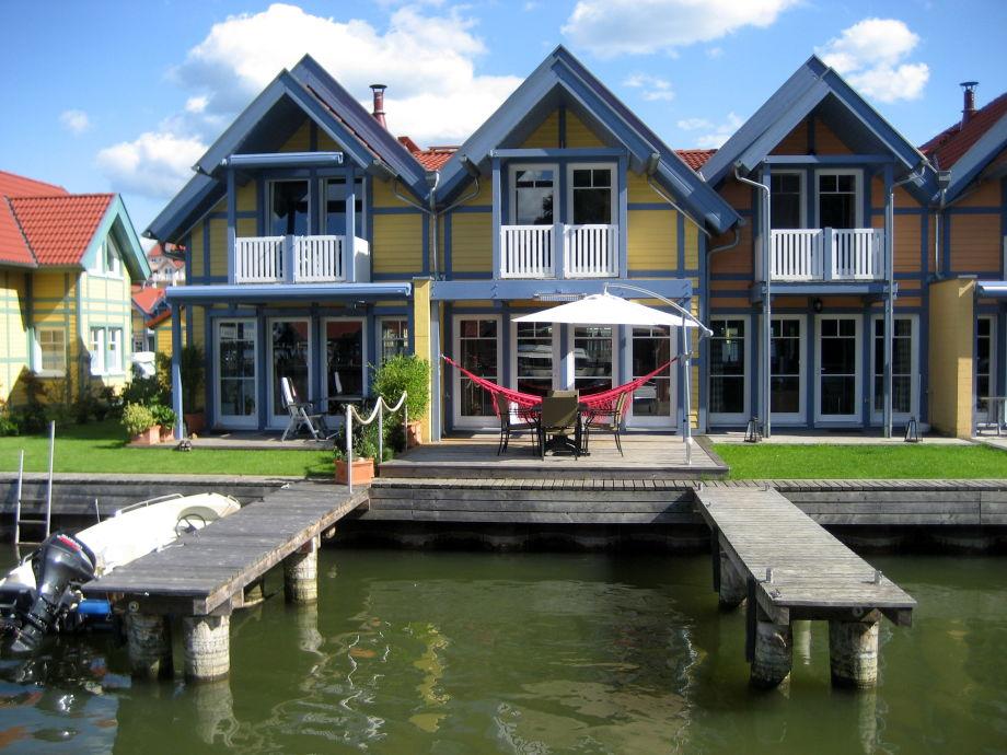 Ferienhaus im Hafendorf Rheinsberg von der Rückseite