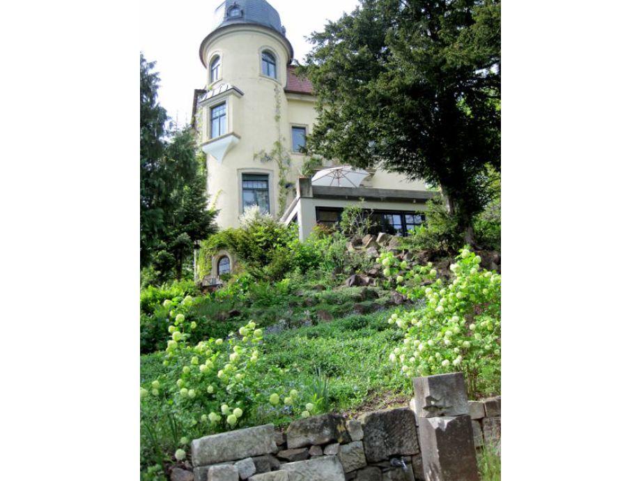 Villa Jagdweg im Frühling
