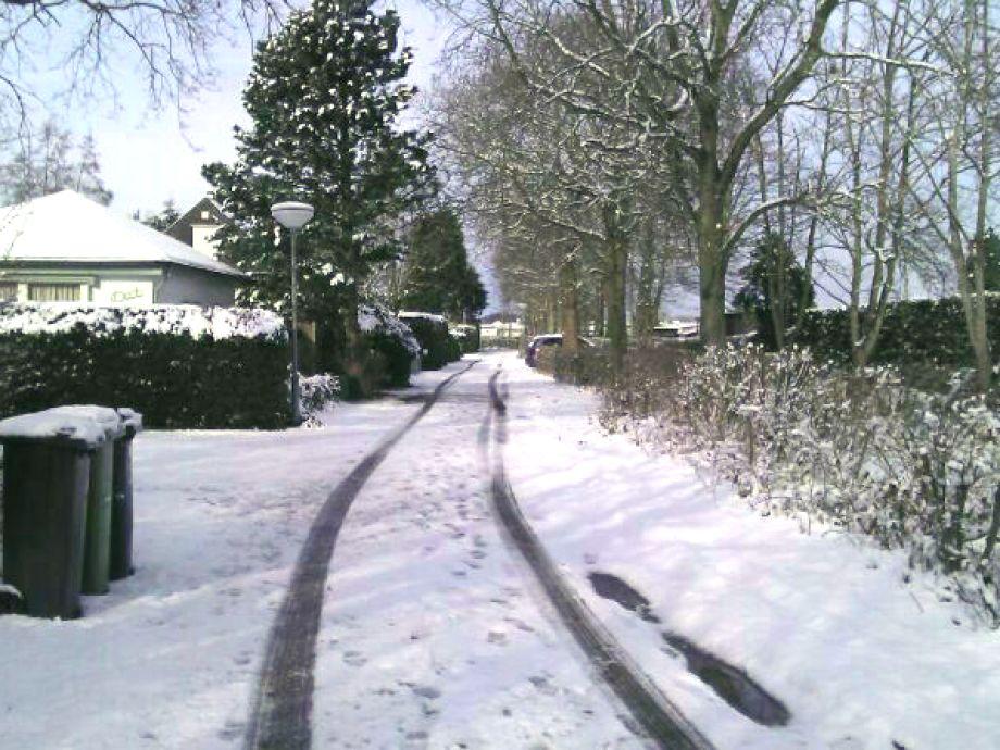 Zufahrt zum Haus zur Winterzeit