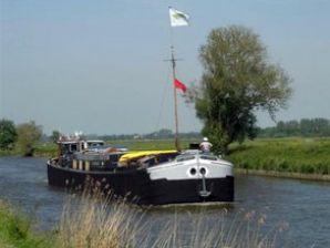 Hausboot St Antoine Isera