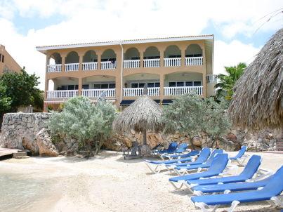 Dolphin View - Mambo Beach