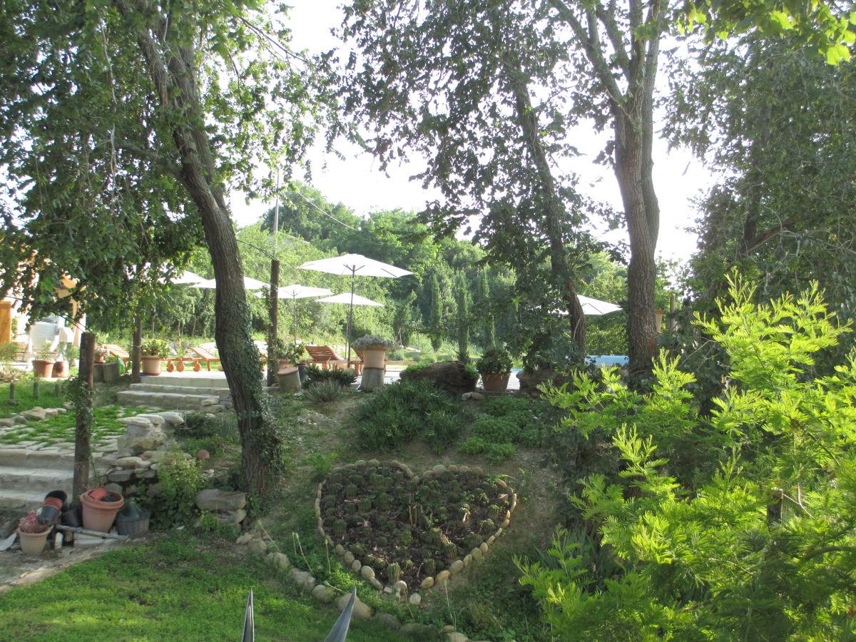 Ferienwohnung rodriges pesaro urbino barchi frau for Garten pflegeleicht angelegt