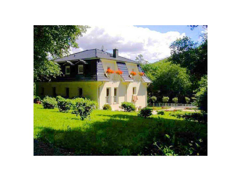 Außenaufnahme Weisses Haus am Kurpark  - Bergblick