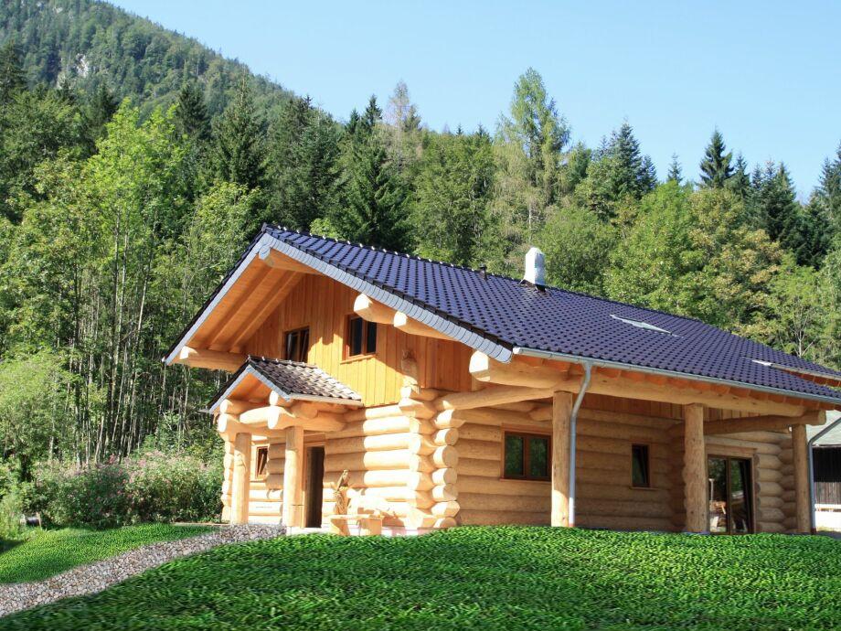Außenaufnahme Haus in den Alpen