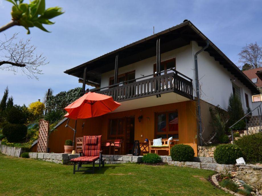 Außenaufnahme Haus im schönen Garten