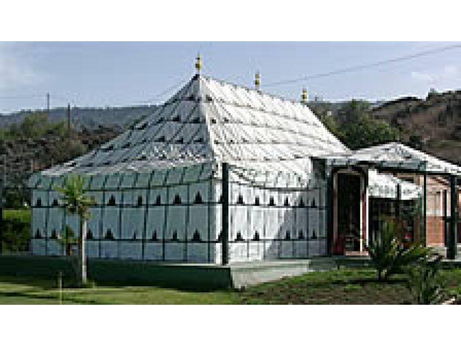 Club, Beduin Tent