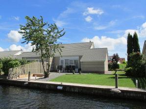 Casa Ursula Ferienhaus direkt am Wasser mit Steg