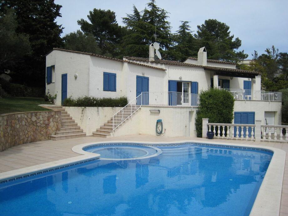 Außenaufnahme Villa Montgri