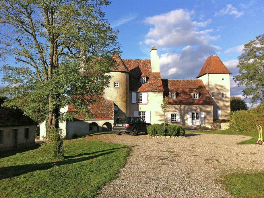 Außenaufnahme Un château en bordure de rivière