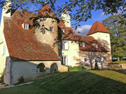 Un château en bordure de rivière - LE VEURDRE