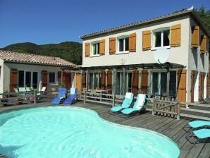 Villa piscine nature et mer