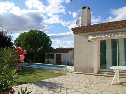 Maison de vacances - St Genies-de-Fontedit