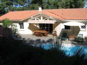 Villa Caromilia