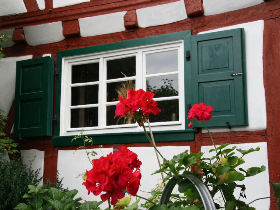 Rot, grün, weiß - die Farben des Ök-Fachwerkhauses