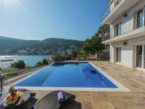 Luxurious Villa Ana