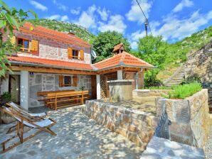 Ferienhaus Stone house Martelina