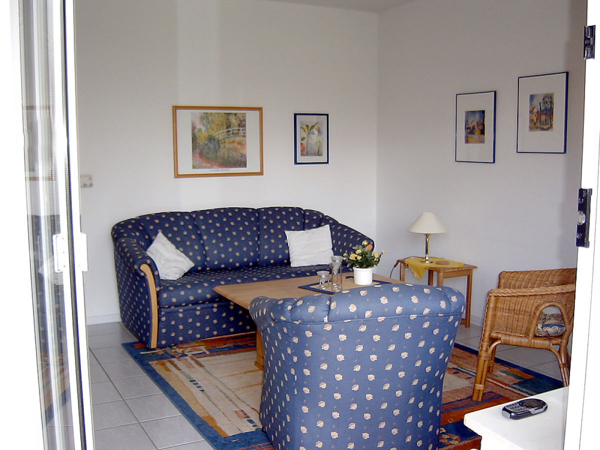 wohnzimmer leer. Black Bedroom Furniture Sets. Home Design Ideas
